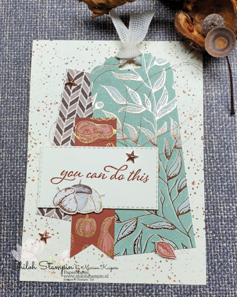Beautiful Autumn met Gilded Autumn design papier.